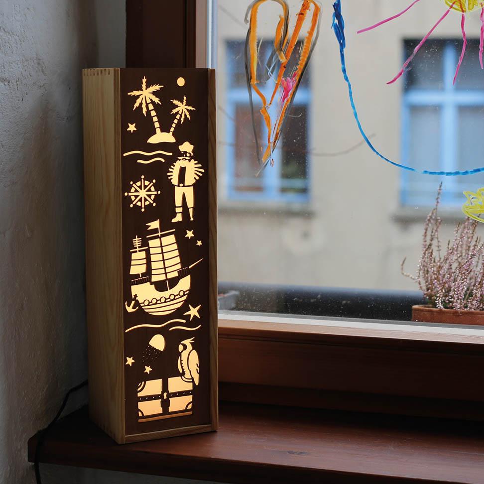 Leuchte Leuchtkasten Design Grafik meer piraten abenteuer